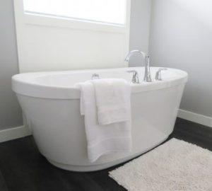 Bath newydd wedi'i osod